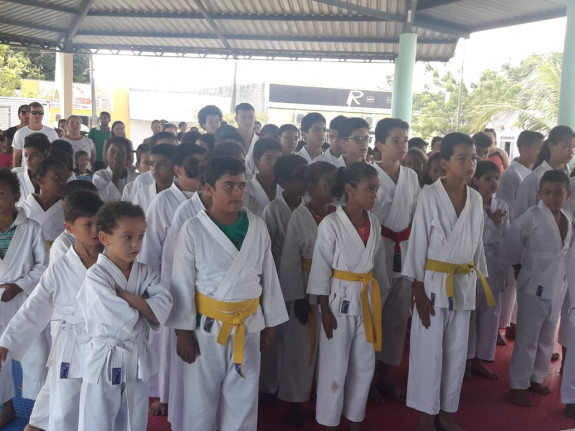 Crianças da oficina de karatê do Município de Juarina conquistam medalhas em campeonato.